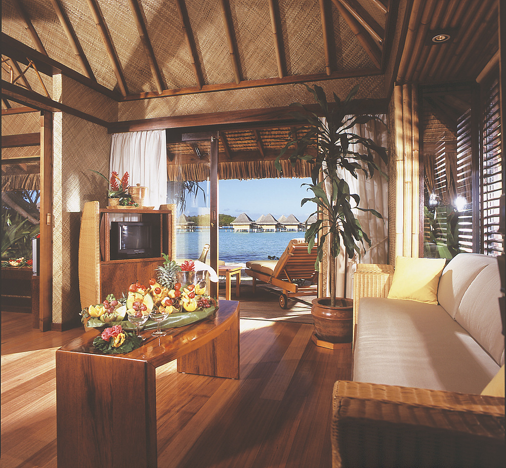 Beach_Bungalow_interior.jpg