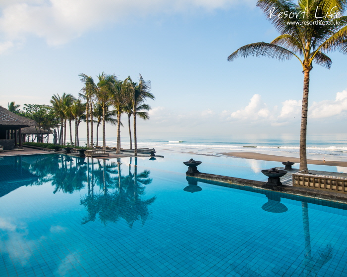 LEG-Overview-Infinity Pool-Day 02.jpg
